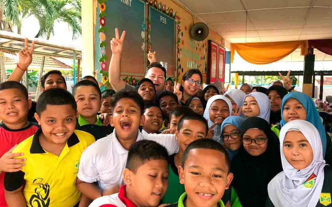 Visita a una escuela en Kuala Lumpur